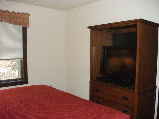 Mountainside Villas: master bedroom tv