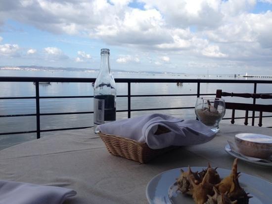 Restaurante Alfoz : Vista sobre Lisboa e o Mar da Palha