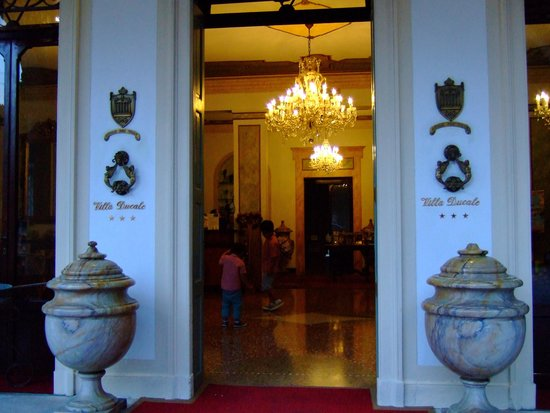 Villa Ducale Hotel e Restaurant : エントランス