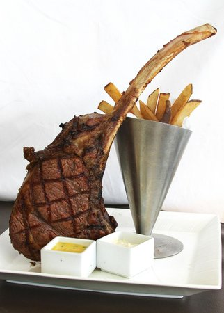 Duo Steak & Seafood: Tomahawk Steak