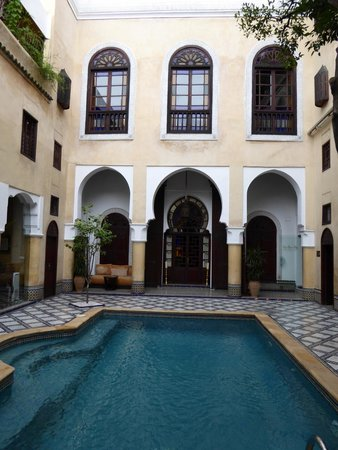 Riad Maison Bleue : Main courtyard/pool area