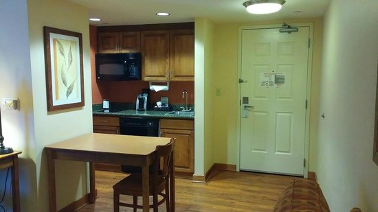 Homewood Suites Omaha Downtown: cozinha