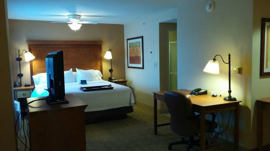 Homewood Suites Omaha Downtown: cama confortavel