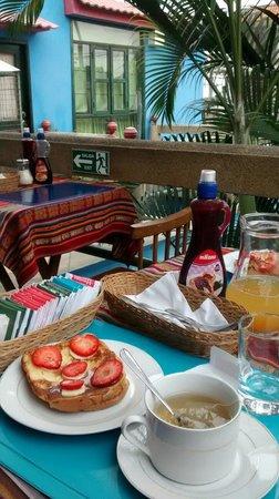 DreamKapture Hostel: Desayunando
