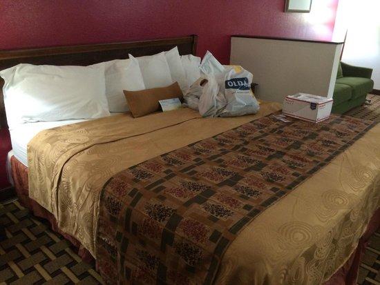 Days Inn Mauldin/Greenville: The bed.