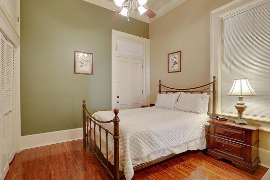 Grenoble House: Bedroom, One Bedroom Queen Suite