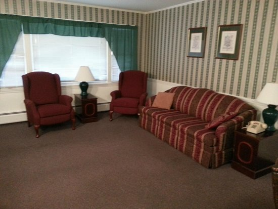 Highland Lake Resort: Living room