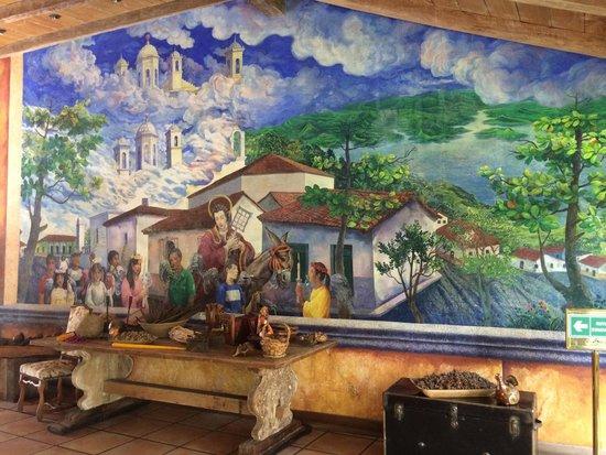 Los Almendros De San Lorenzo : Beautiful wall art near entrance