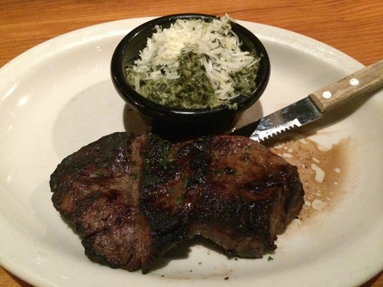 California Dreaming Restaurant & Bar: Filet mignon with creamed spinach.