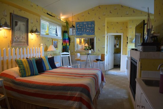 Baywood Shores Bed & Breakfast: Cape Cod room