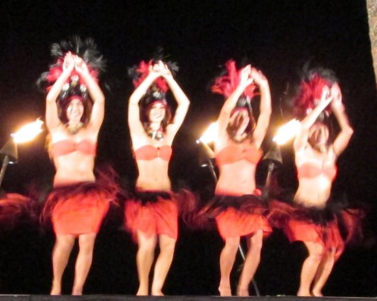 Aulii Luau: The hula dancers