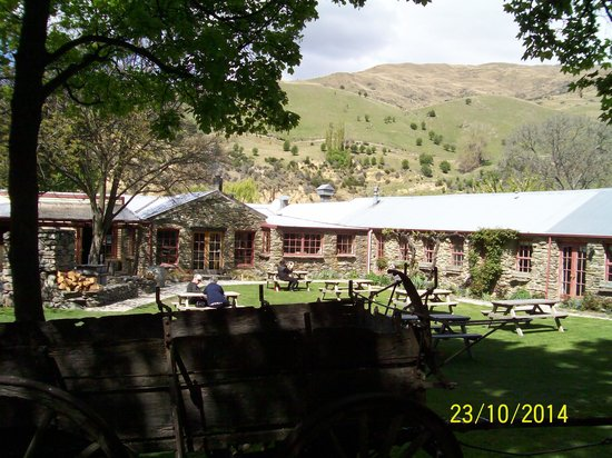 Cardrona Hotel: Out the back of hotel