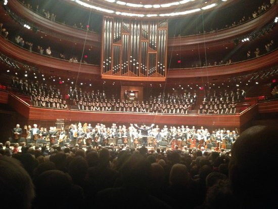 Kimmel Center for the Performing Arts: The organ, choir and the stage