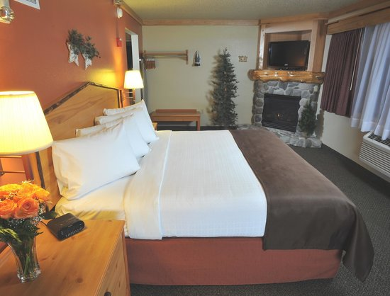 AmericInn Lodge & Suites Oswego : View of a Suite Room