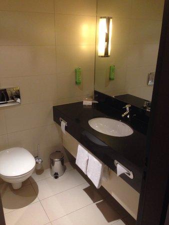 Movenpick Hotel Egerkingen: Badezimmer