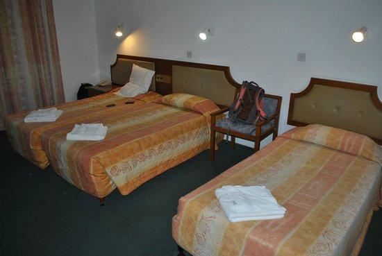 King's Hotel: room