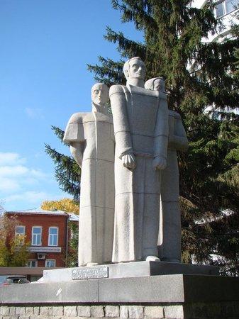 Памятник декабристам в екатеринбурге памятники рязань цены к Северск