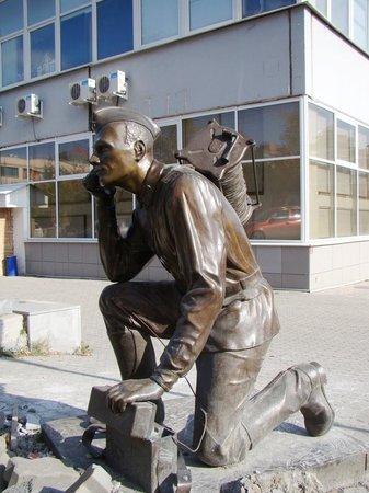 Памятник военному связисту