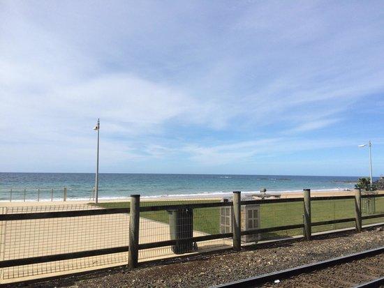Beachfront Voyager Motor Inn : Across the road :)