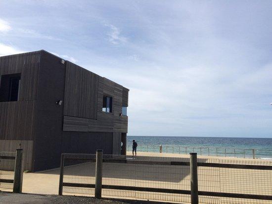 Beachfront Voyager Motor Inn: Surf club across the road