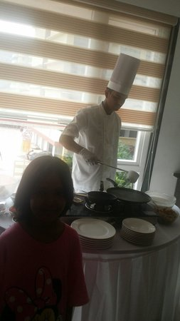 Mystique Heights, Panjim: I forgot this guy's name but he is GOOD chef.