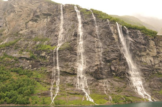 Stranda, Norway: Seven Sisters Waterfall in the vicinity