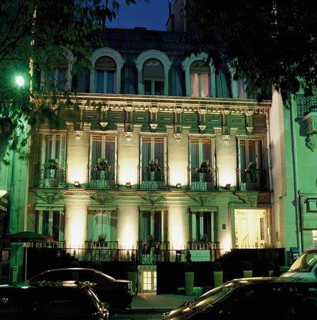 Hotel de Latour Maubourg: Façade de Nuit