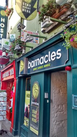 Barnacles Hostel Galway: Outside