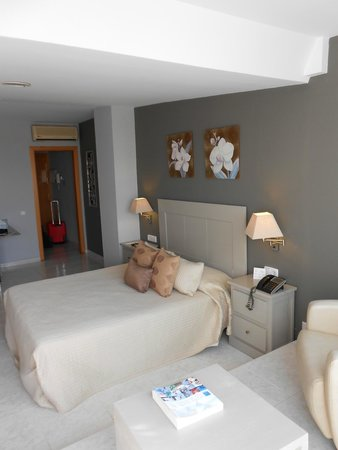 Alexandra Aparthotel: cama