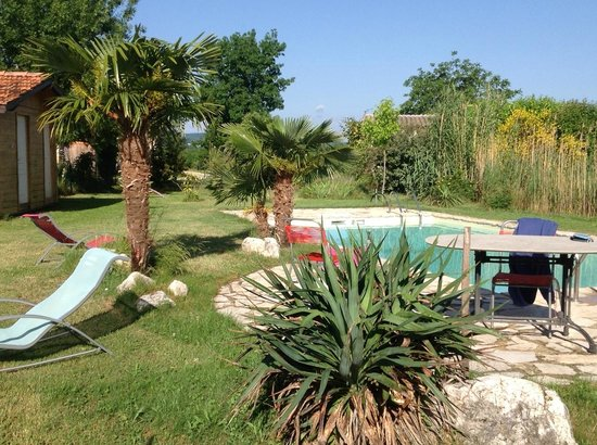 Auberge la Plaine: Erholung pur, in und um den Pool!
