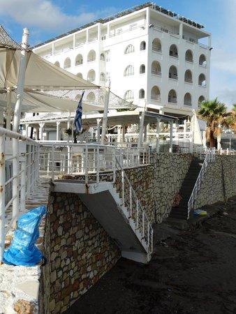 Glaros Beach Hotel : Hotel view from beach bar