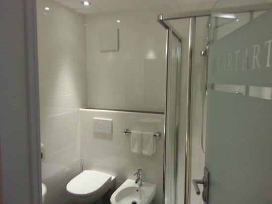 ArtHotel Anterleghes: Bathroom