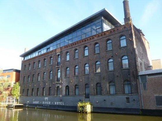Ghent River Hotel: Locatie direct aan de rivier de Leie