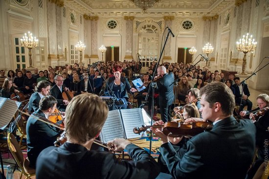 Fairmont Grand Hotel Kyiv: Concerts at the hotel