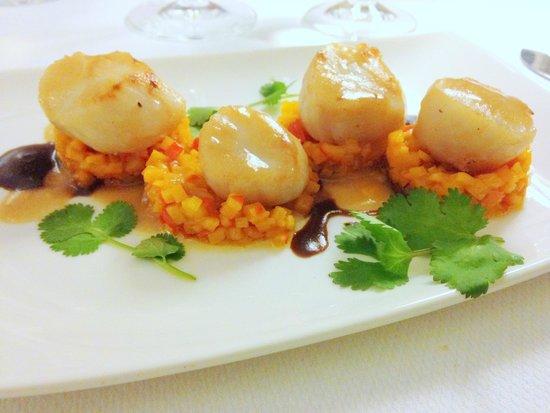Les saint jacques r ties au jus de yuzu burnoise de potimaron et glace de homard photo de le - Le jardin gourmand auxerre ...