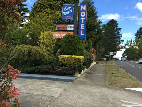 High Mountains Motor Inn: Motel Entry