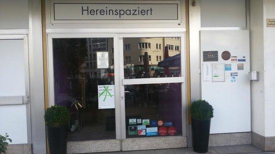 Friends Hotel Düsseldorf: Entrance