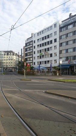 Friends Hotel Düsseldorf: Facade