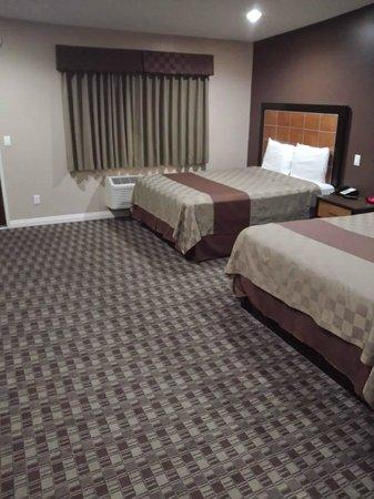Gardena Terrace Inn : 兩張雙人床