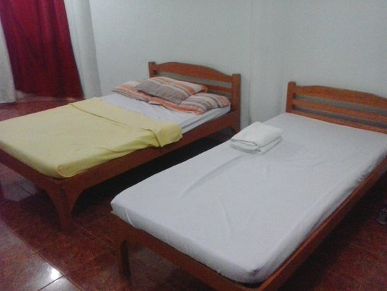 Pe're Aristo Guesthouse : One double one single bed