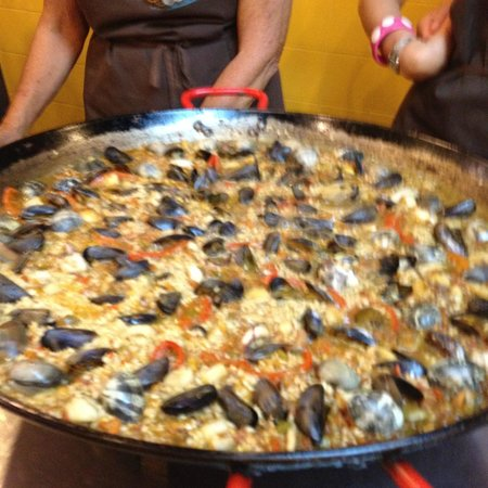 Cook and Taste Barcelona Cooking Classes: Paella