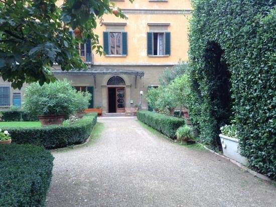 Casa Santo Nome di Gesu: lovely peaceful ambience inside and out