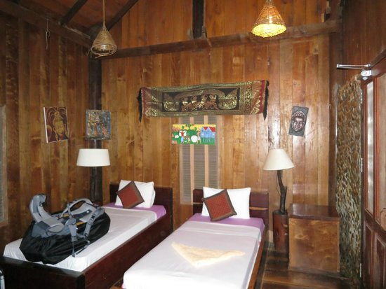 Tree Top Eco-Lodge: Interior of one twin bed bungalow