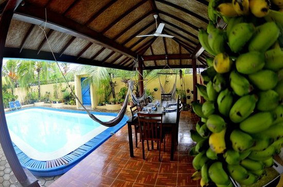 Just Surf Villa & Lodge Maldives: Pool and Dining Area