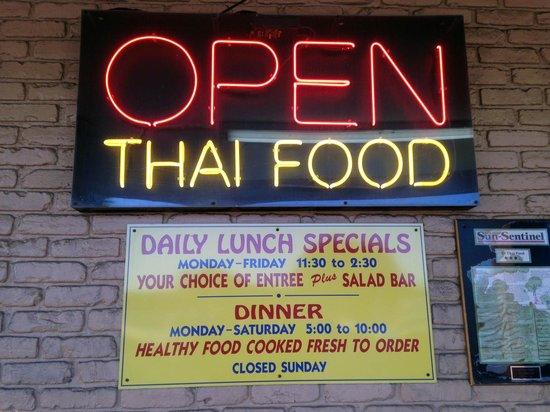 84 Thai Food: 84 Thai - freshly prepared food!  Check schedule