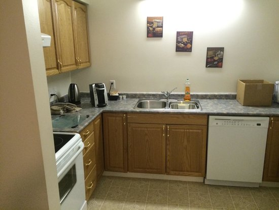 Green Row Executive Suites: Kitchen