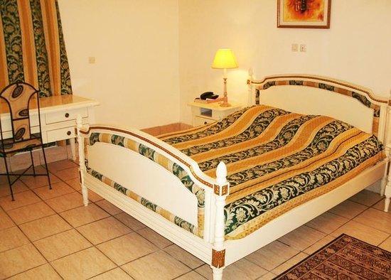 Hotel Nouvelle Pergola: vue d'une chambre