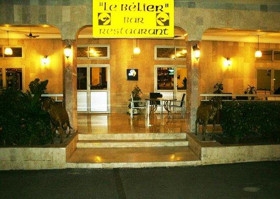 Hotel Nouvelle Pergola: l'entrée du restaurant