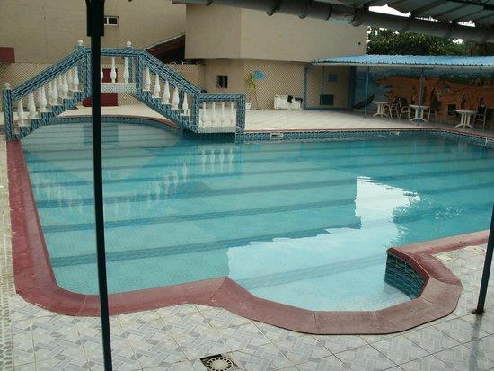 La piscine de la pergola photo de hotel nouvelle pergola abidjan tripadvisor - Pergola piscine ...