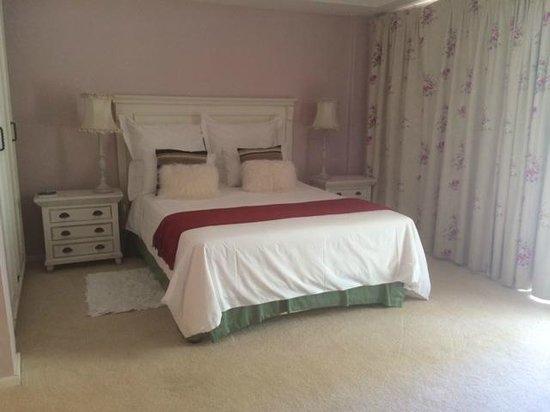 De Langenhof Guest House: Bed